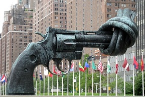 150507_Knotted_gun_sculpture.jpg